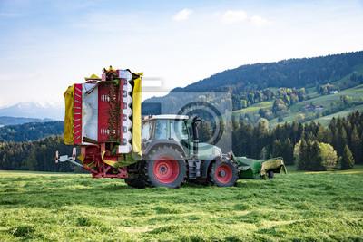Ganz und zu Extrem Graserte im allgäu, traktor mit angehobenem mähwerk fototapete #LU_66