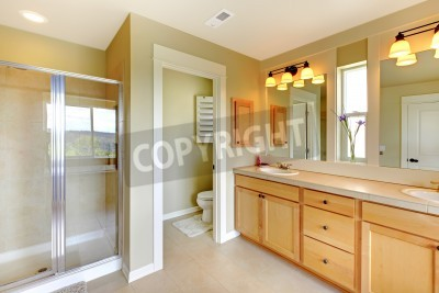 Grosse Klassische Schone Badezimmer Mit Zwei Waschbecken Und