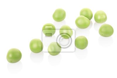 Grüne Erbsen auf weiß, Clipping-Pfad enthalten
