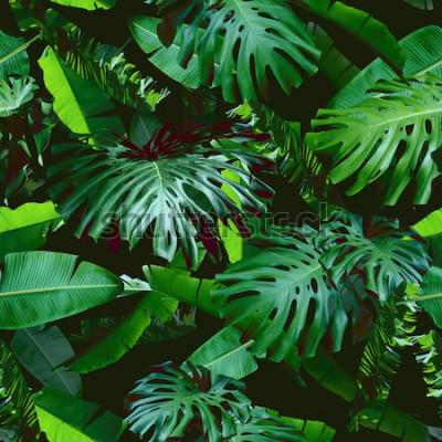 Fototapete Grüne Farbe des nahtlosen Musters der tropischen Blumenblätter auf einem schwarzen Dschungelhintergrund. Grüne Farbe der natürlichen Fotocollage. Künstlerisches Design für Blumendruck und moderne Tape