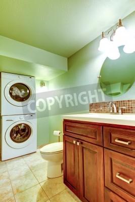 Grünes badezimmer mit fliesen beige boden, holzwaschbeckenschrank ...