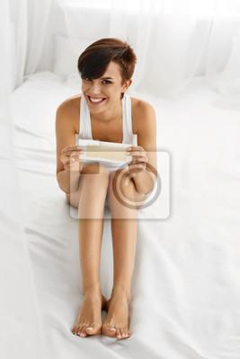 Haarentfernung Schöne Frau Wachsen Lange Beine Mit Wachs Streifen