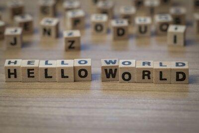 Hallo Welt geschrieben in Holzwürfel