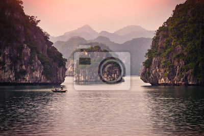 Fototapete Halong bay boats,Sunset at Ha Long Bay scenic view , Hanoi, Vietnam