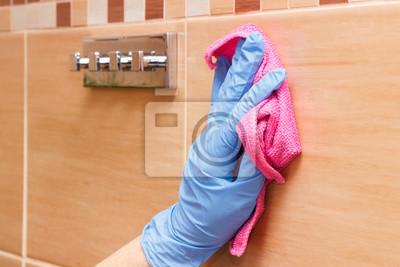 Fototapete Hand Der älteren Frau Waschen Und Wischen Bad Fliesen Mit Rosa  Mikrofaser Tuch, Haushalt