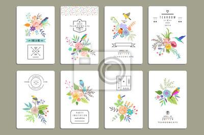 Handgezeichnete Vintage Blumenelemente. Satz von 8 Karten mit Blumen