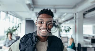 Fototapete Handsome junge Mann in Design-Büro