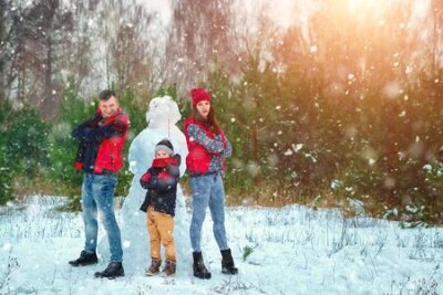 Fototapete Happy family in warm clothes in the winter outdoors. Concept of holidays, holidays, winter, new year, day of grace. Family relationships, happy marriage.