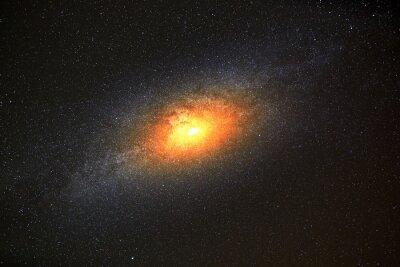 Fototapete Hellste Galaxie im Hintergrund des dunklen Himmels mit Sternen
