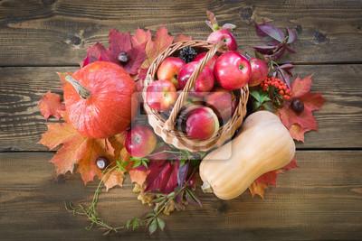 Herbst Ernte Kurbis Apfel Im Korb Bunte Herbst Blatter Auf