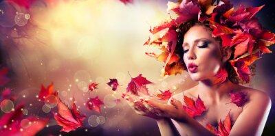 Fototapete Herbst-Frau bläst rote Blätter - Beauty Model Mädchen