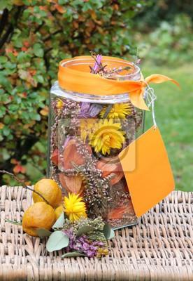 Herbstliche Tischdeko Auf Dem Gartentisch Fototapete Fototapeten
