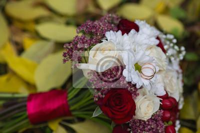 Hochzeit Blumen Hochzeit Ringe Liegen Auf Einer Hochzeit Bouquet