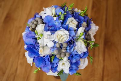 Hochzeit Bouquet Von Weissen Und Blauen Blumen In Einer Transparenten