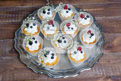 Hochzeit Frischkase Cupcake Mit Beeren Fototapete Fototapeten