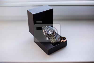 Hochzeit Ringe Auf Einem Kasten Der Uhren Armbanduhren