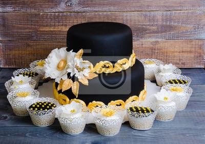 Hochzeitsgold Und Schwarzer Kuchen Und Kleine Kuchen In Den
