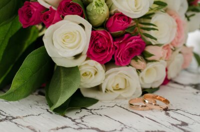 Hochzeitsringe Auf Einem Hintergrund Von Blumen Fototapete