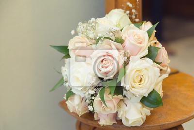 Hochzeitsstrauss Mit Weissen Und Beige Rosen Fototapete Fototapeten