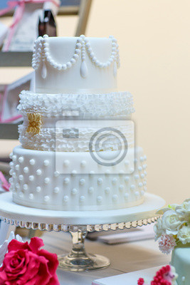 Hochzeitstorte In Weiss Elegant Und Romantisch Grossen Kuchen
