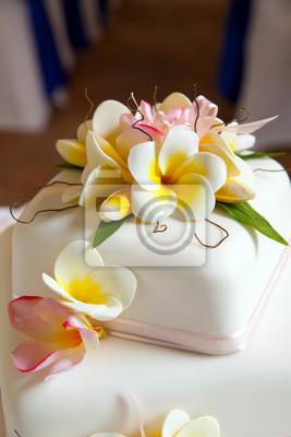Fototapete Hochzeitstorte Mit Blumen Und Banddekoration