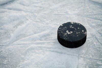 Fototapete Hockey Puck auf Eishockey-Eisbahn