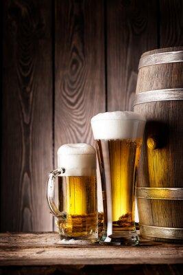 Fototapete Hohes Glas und Becher Bier