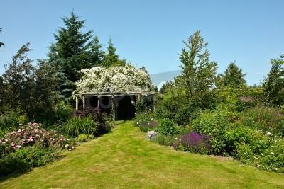 Fototapete: Holz-pergola pavillon in einem wunderschönen blühenden garten