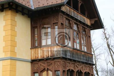 Holzbalkon An Einem Historischen Gebaude Verglast Holz Balkon