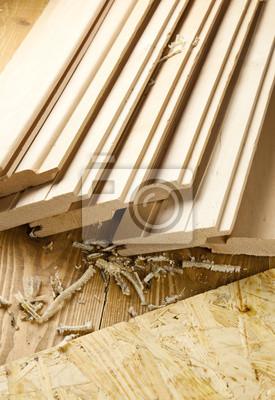 Hölzerne Planken auf Holzbrett