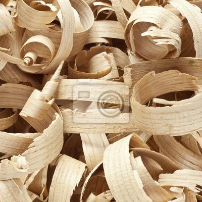 Holzspäne in der Werkstatt auf Brettern