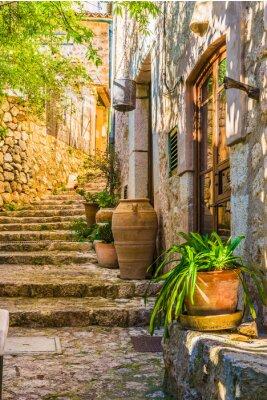 Fototapete Idyllischer Blick auf ein mediterranes Landhaus und Steintreppen