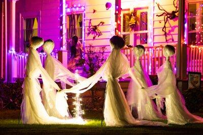 Fototapete Illuminated Halloween house ghosts decoration at night