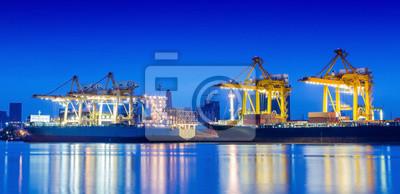 Industrielle Container Frachtschiff Frachtschiff mit Kran arbeiten.