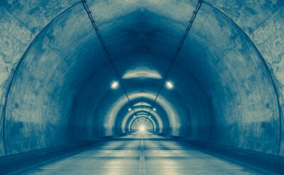 Fototapete Innenraum eines städtischen Tunnel am Berg ohne Verkehr ..