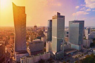 Fototapete Innenstadt von Warschau - Luftbild von modernen Wolkenkratzern bei Sonnenuntergang