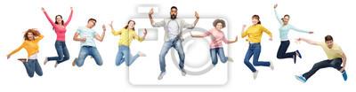 Fototapete Internationale Gruppe von glücklichen Menschen springen