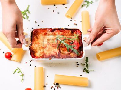 Italienische küche köstliches gericht rezept. weißer hintergrund ...