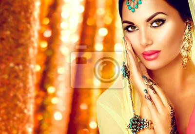Junge Arabische Frau Mit Mehndi Tatowierung Perfekte Make Up