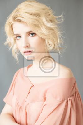 schone nackte blonde frauen blaue augen
