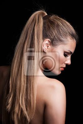 Junge Blonde Frau Mit Langen Haaren Im Pferdeschwanz Profil