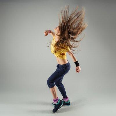 Fototapete Junge energetische Zumba Fitness Frau Tänzerin bewegt sich in der Klasse