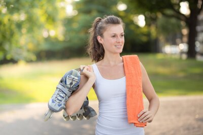 Fototapete Junge Frau beim Inlineskating