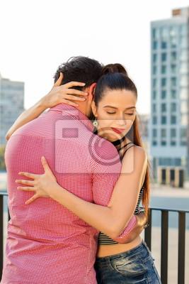 Frau ein mann wann umarmt eine Jemanden umarmen