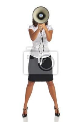Junge Geschäftsfrau mit Megaphon