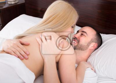 Junge Paare, die Sex haben
