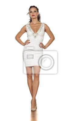 Junge Schone Frau Posiert In Einem Weissen Kurzen Kleid Und High Fototapete Fototapeten Kurzes Kleid High Heel Schone Myloview De