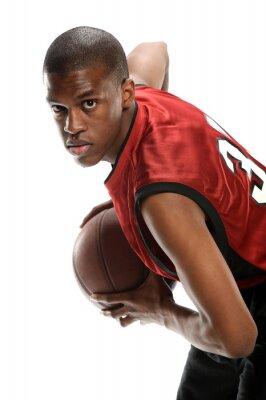 Junge schwarze Basketballspieler