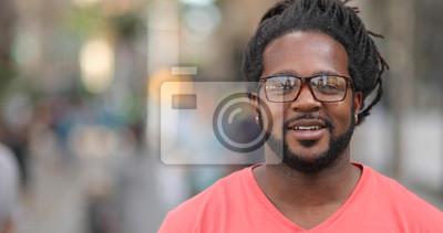 Fototapete Junger Mann in der Stadt Gesicht Porträt Lächeln