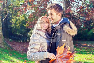 junges Paar, die Spaß im Park
